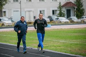 Тренер Евгений Мазур с одним из спортсменов украинской сборной. Фото: Данил Павлов
