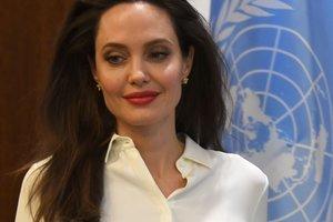 Раскрыты секреты сияющей кожи Анджелины Джоли