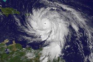 """Ураган """"Мария"""" ослабел до четвертой категории"""
