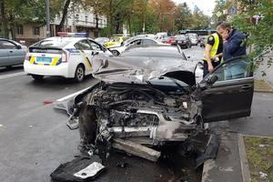 В Киеве на Лукьяновке столкнулись два авто, пострадали водители