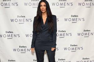 С головы до ног в стразах: Ким Кардашьян надела прозрачный костюм за 5600 долларов