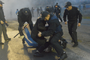 """Драка между фанами львовских """"Карпат"""" и полицией на Прикарпатье: подробности"""