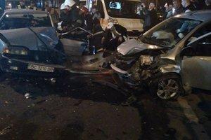 Тройное столкновение авто во Львове: людям чудом удалось выжить