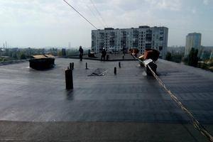 В Киеве прогремел сильный взрыв на крыше жилого дома: обгорели двое мужчин