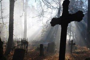 Житель Львовской области по ночам осквернял могилы на кладбище