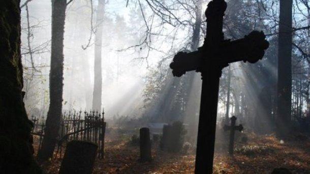 Задержанній вскрівал могилы. Фото: svopi.ru