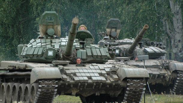 Русские военные научениях утопили танк— Грибники смеялись