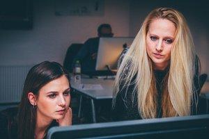 Ученые нашли неожиданную причину низких зарплат у женщин