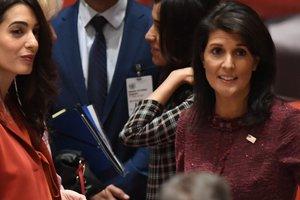 Выглядит роскошно: Амаль Клуни вышла из декрета через три месяца после родов