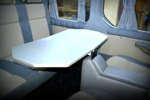 Ford изобрел чудо-стол с подушкой безопасности