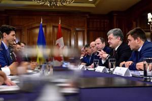 Порошенко и Трюдо обсудили ход реформ и миротворческую миссию на Донбассе