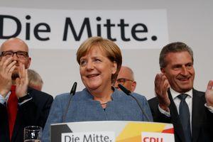 Порошенко и Гройсман поздравили Меркель с победой на выборах