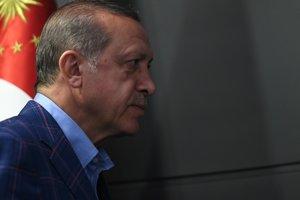 """Угрозы """"перекрыть трубу"""" и игра мышцами: как Турция реагирует на референдум курдов в Ираке"""