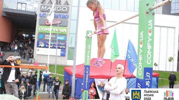 ВоЛьвове 7-летняя девочка установила мировой рекорд поворкауту