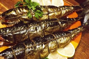 Рыбу, которой отравились более 60 жителей Львова, коптили в грязном гараже