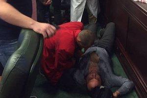 Результат драки в Киевском облсовете: у депутата сломана челюсть и сотрясение мозга