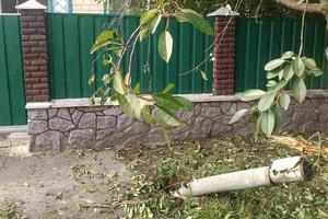 """Взрывы под Винницей: снаряды """"Градов"""" упали на улицы"""