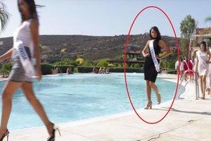 Во время дефиле на конкурсе красоты участница упала в бассейн (видео)