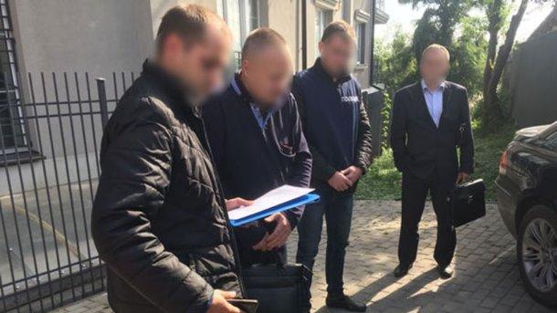 Словили нагорячем: мужа народного депутата задержали навзятке