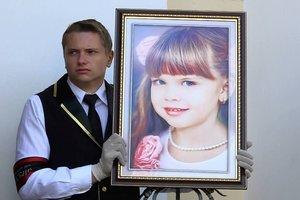 """""""Мягких облаков, ангелочки"""": в Одессе простились с двумя девочками, погибшими в лагере """"Виктория"""""""