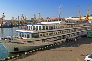 "Шторм помешал круизному лайнеру ""Принцесса Днепра"" зайти в Одессу"