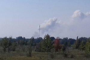 Взрывы в Калиновке: авиация продолжает бороться с огнем