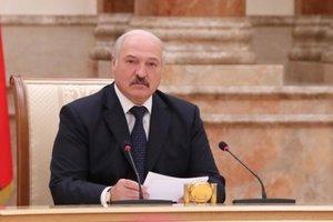 Лукашенко объяснил, почему не удается закончить войну на Донбассе