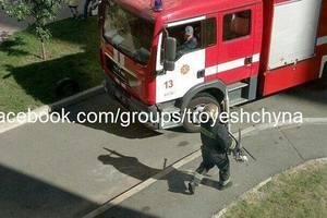 В Киеве на Троещине мужчина устроил стрельбу и поджег балкон - соцсети