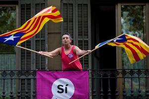 Правительство Каталонии пообещало провести мирный референдум о независимости