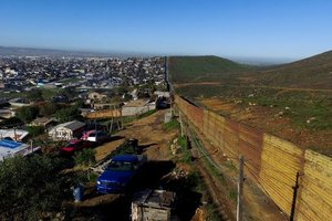 США начали строительство прототипов стены на границе с Мексикой