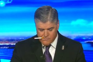 Курьезное видео: телеведущий случайно закурил в прямом эфире