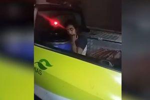 """Видеошок: в Бразилии """"девушка-зомби"""" напугала полицейских"""