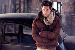 Стильно и тепло: трендовые мужские шарфы для осени 2017 года
