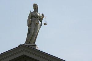 Судебная реформа еще не завершена, но вошла в решающую фазу - политолог