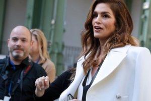 Синди Кроуфорд поддержала дочь на показе Chanel в Париже