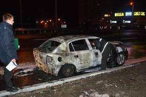 В Киеве ночью сгорел автомобиль Opel