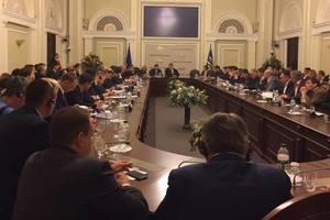 Порошенко попросил депутатов от БПП поддержать законы по Донбассу
