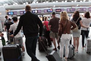 Сколько украинцев уезжает работать за границу и почему возвращаются обратно