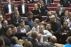 В Раде снова подрались депутаты: появилось видео