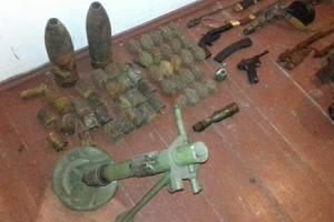 """Под Киевом """"черные археологи"""" хранили арсенал оружия времен Второй мировой войны"""