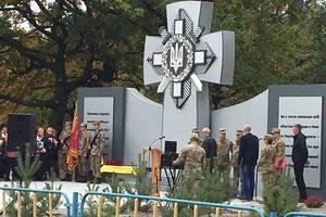 Вандалы осквернили памятник погибшим бойцам АТО - волонтер