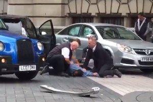 Появилось видео задержания мужчины, который въехал в толпу людей в Лондоне
