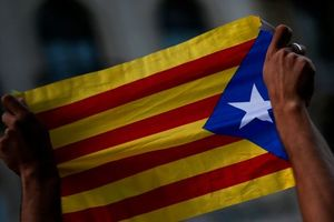 В Испании тысячи людей протестуют против независимости Каталонии