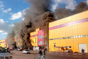 Масштабный пожар в Москве: горит торговый центр