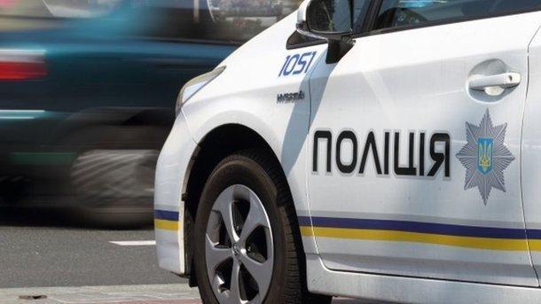 Двое молодых мужчин подрались из-за коробки с наркотическими растениями. Фото: telegraf.com.ua