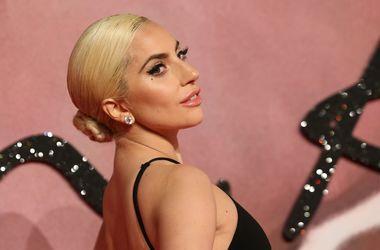 Леди Гага впервые опубликовала фото с возлюбленным Кристианом Карино