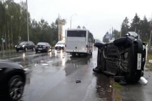 Страшное ДТП под Киевом: женщина вылетела из опрокидывающегося авто