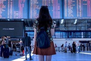 Китаянки застряли в аэропорту из-за обезображенных лиц после пластики