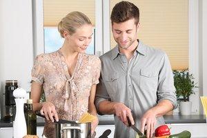"""Как делить домашние обязанности """"непростым парам"""""""