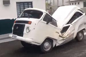 Видеошок: искореженный ураганом Volkswagen едет своим ходом